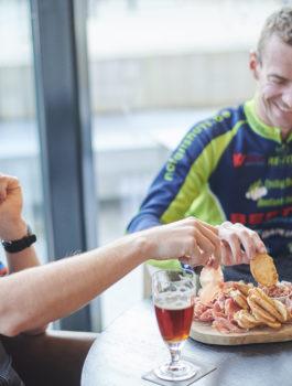 Tapasplank eten in het Koerskaffee in Roeselare