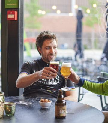 Speciaalbier drinken in het Koerskaffee in Roeselare